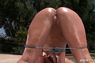 Perfect round ass of Phoenix Marie gladdens Johnny