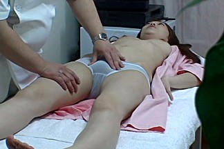 Guy fucking the Asian pussy on the massage sex cam