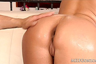 Thick milf Phoenix Marie anally fucked