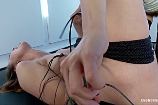 Electrosex Queen Bobbi Starr Gets Her Luscious Ass Worshipped by Missy Minx!