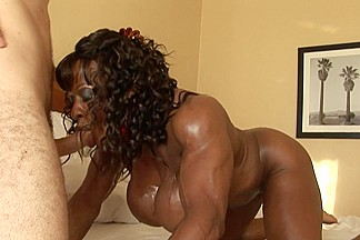 Bodybuilding strapon mistress