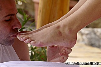 Blanche Bradburry & Toby in Barefoot Blonde Beauty - 21Naturals