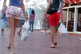 Candid street video of girls sexy ass and legs in short tights