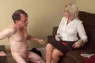 Blonde slut does a sexy ass massage to her kinky boss