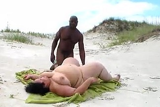 Interracial BBW BEACH FUCKING