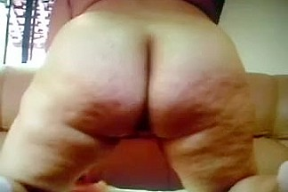 Wiggly overweight booty of a older non-professional lady on web camera