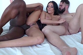 Anissa kate Une belle surprise au reveil voix
