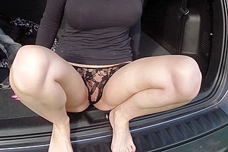 Ella in a guy gets his amateur dick sucked in his car