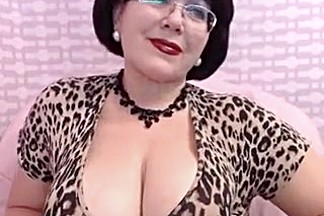 Aged Mother I'd Like To Fuck teasing on Web Livecam Large Breast