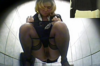 Girls Pissing voyeur video 34
